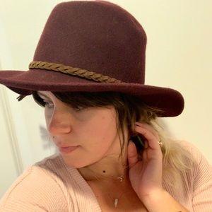 Accessories - Wide brim burgundy wool felt hat with vegan tassel